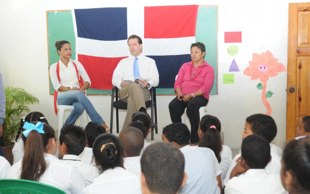 Bisonó continúa programa de charlas sobre la Constitución Dominicana y los Valores Patrios